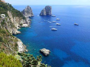 Jedną z największych atrakcji Capri są niezwykle widoki.