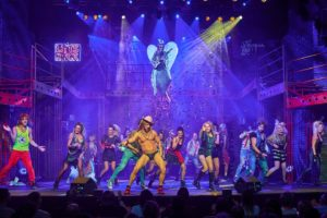 Rock of Ages scena zbiorowa